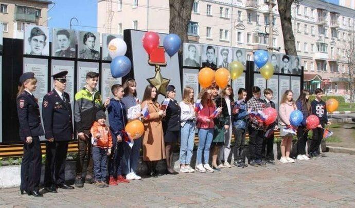 Новомосковским школьникам вручили паспорта в особенный день