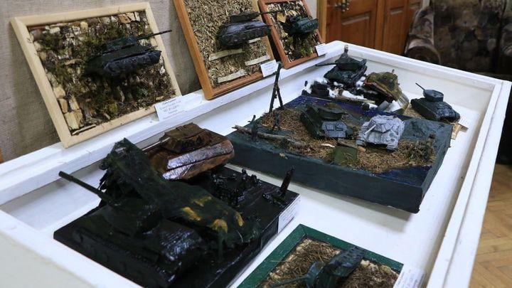 В Новомосковске открылась выставка «Спасибо за Победу!»