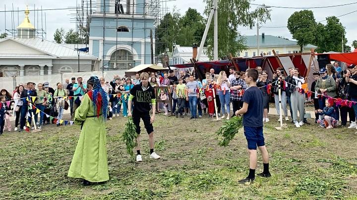 XVIII Международный фестиваль крапивы прошел в селе #Крапивна Щёкинского района Тульской области.