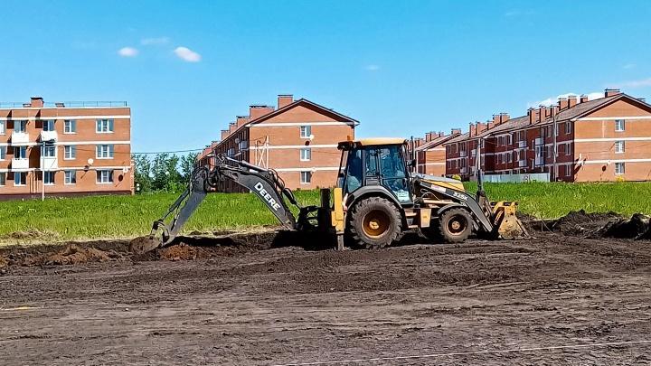 В Кимовске строят многофункциональную спортплощадку