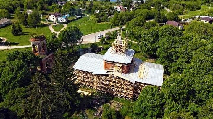 Усадьба Давыдовых и Спасский храм в селе Аксиньино Венёвского района