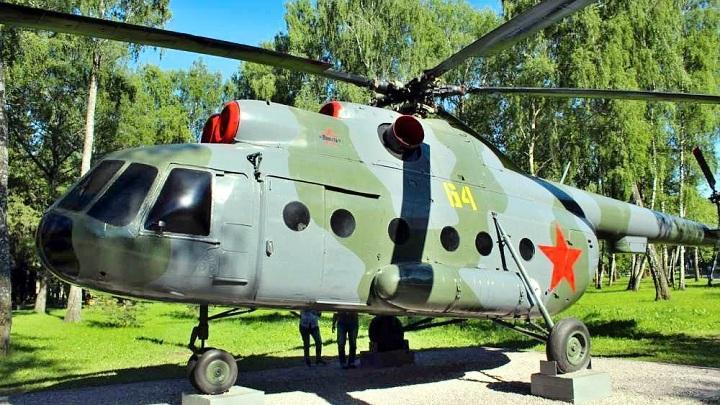 Вертолёт в Парке Памяти и Славы города Новомосковска