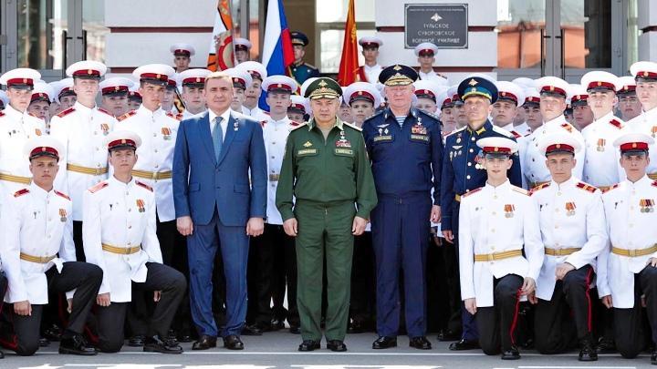 Сергей Шойгу и Алексей Дюмин поздравили первых тульских выпускников-суворовцев