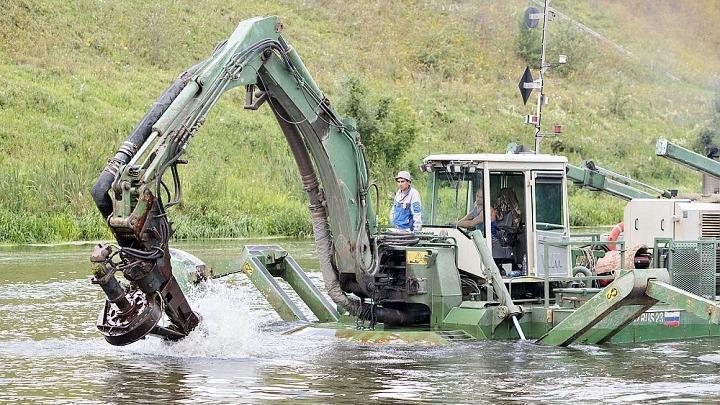 Расчистка водоёма в Тульской области