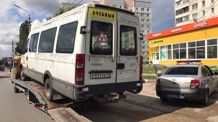 В Туле будущих водителей автобуса готовили на опасной технике