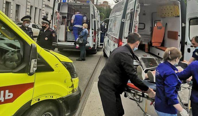 В Туле водитель «Логана» сбил на тротуаре детей