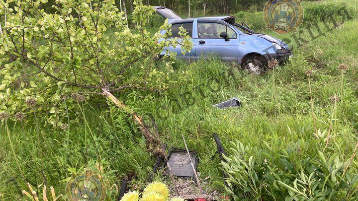 В Щёкинском районе водитель «Матиза» снёс придорожный памятник