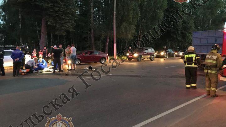 В Новомосковске в ДТП с участием мотоцикла и «КамАЗа» погибла девушка