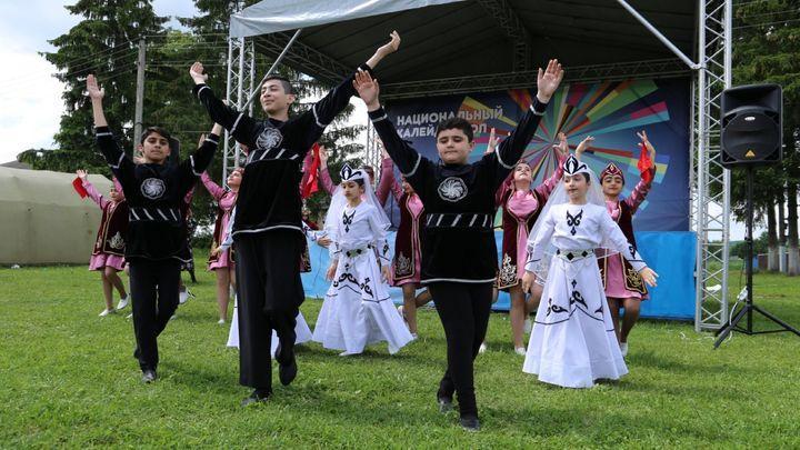 Как отпраздновали День России в многонациональной деревне Лобжа