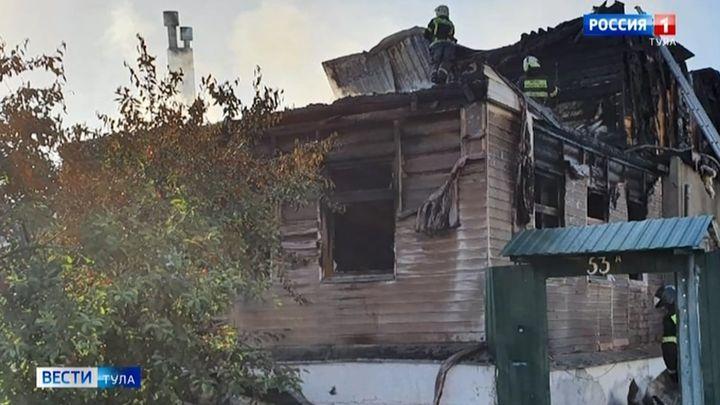 Частный дом сгорел на улице Белинского в Туле