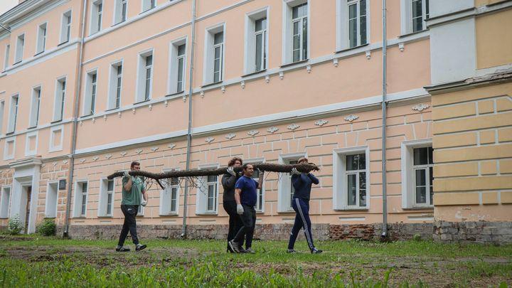 Добровольцы сделали чище территорию Тульской духовной семинарии