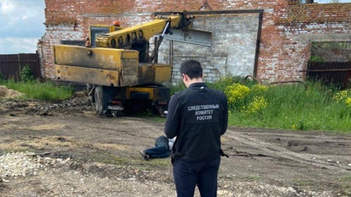 В Плавском районе водитель погиб под колёсами своего экскаватора
