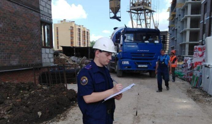 Скончался рабочий, упавший с пятого этажа новостройки в Туле