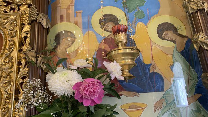 Православные христиане встречают день Святой Троицы