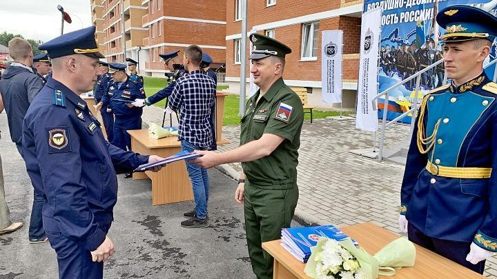Семьи военнослужащих получили новые служебные квартиры в Туле