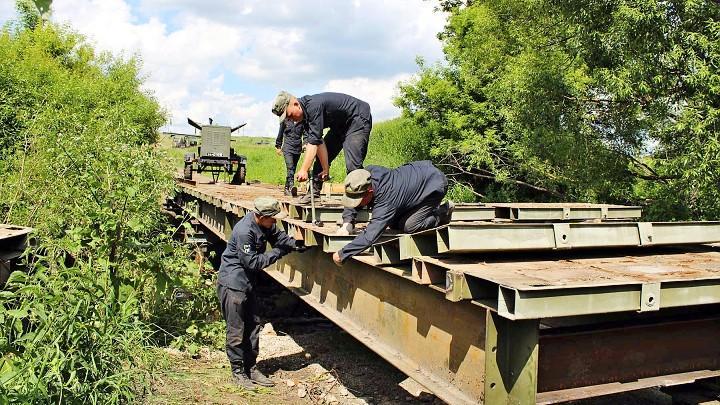 В Тульской области военные строят мосты с опережением графика