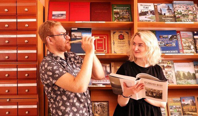 Новомосковские библиотекари запустили фотопроект «СемьЯ и Книга»