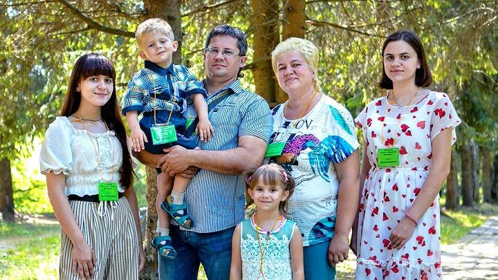 Победитель конкурса «Семья года 2021» в Тульской области – семья Артамоновых из Алексина