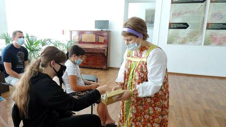 В Ефремове посетители музея смогли заглянуть в «чудесный короб» и прикоснуться к экспонатам