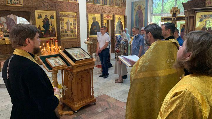 Православные празднуют окончание поста и день Петра и Павла