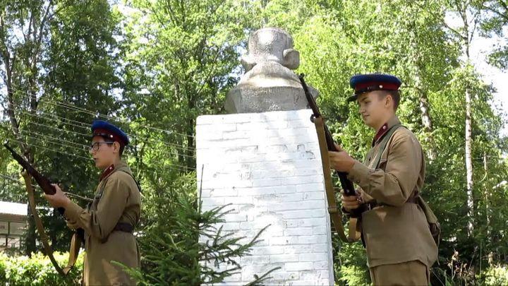 Активисты «Муравского шляха» устроили «Зарницу» в лагере им. Саши Чекалина