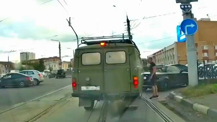 Полицейские в Туле поблагодарили водителя BMW, проучившего автохама