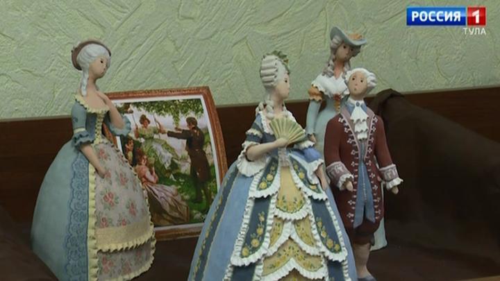 В Алексинском художественном музее открылась выставка комодных кукол