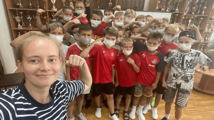 «Диалог на равных»: Юные новомосковцы встретились с чемпионкой России по футболу