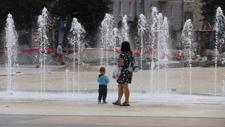 На Городской площади Новомосковска прошел пробный пуск фонтана