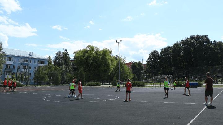 Спортплощадки Новомосковска охватила футбольная лихорадка