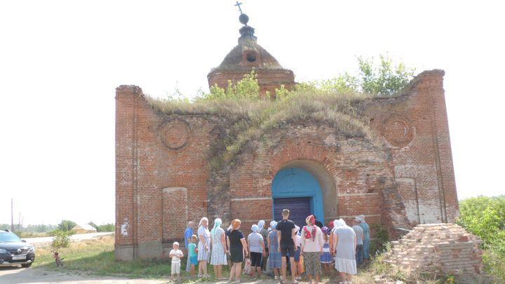 В Ефремове прошел молебен в стенах разрушенного храма