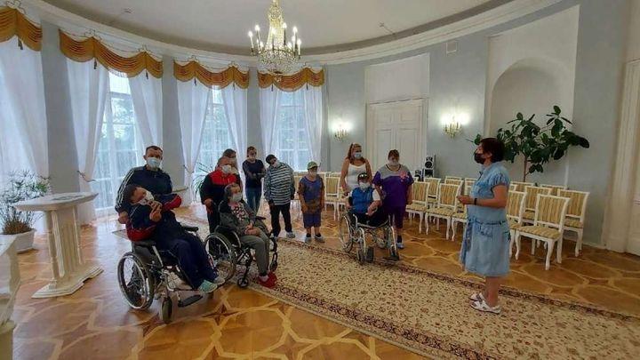 Жители Товарковского интерната побывали в богородицком дворце-музее