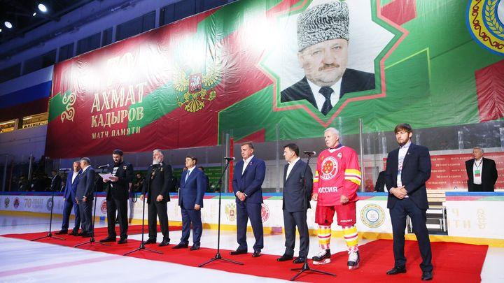 Алексей Дюмин почтил память Ахмата Кадырова на хоккейном матче