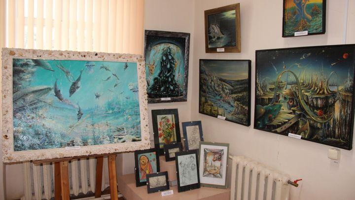 Две креативные выставки одного мастера открылись в Алексинском музее