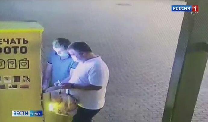 Полицейские в Туле задержали подозреваемых в краже из автомата экспресс-фотографии
