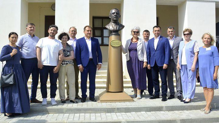 В Дубне установили бюст Алексея Мосолова и памятную табличку Ивану Вадбольскому