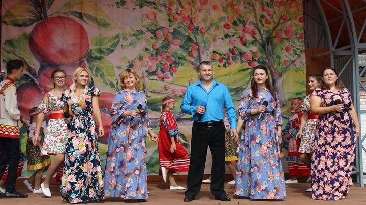 В Новомосковске прошел фестиваль «Яблочное лето»