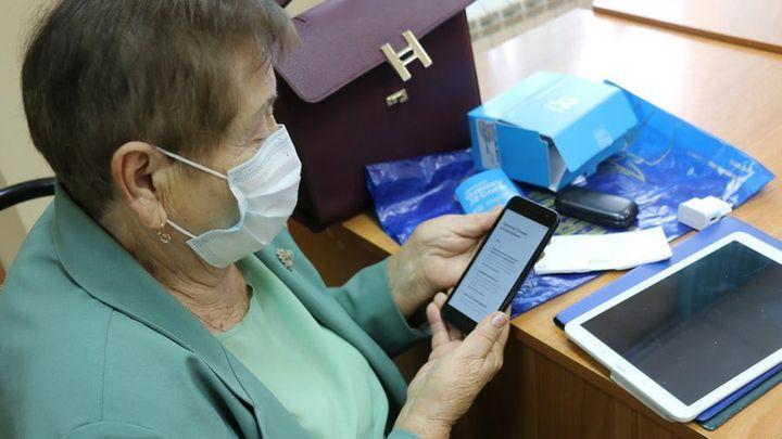 Новомосковцев старшего поколения бесплатно учат компьютерной грамотности