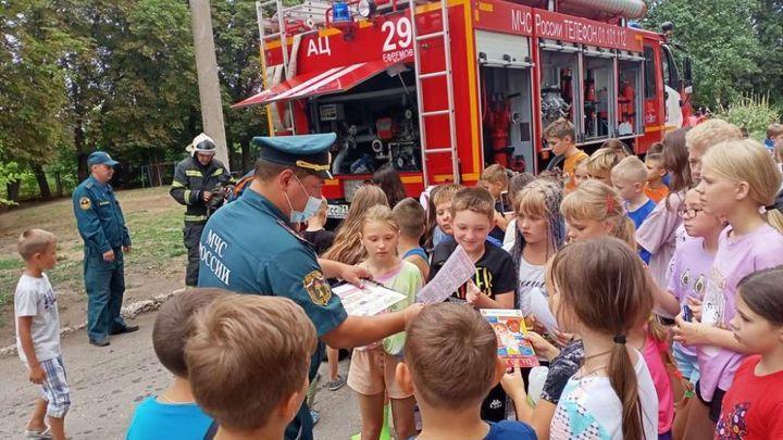 Тульские пожарные рассказали детям о последствиях шалости с огнём