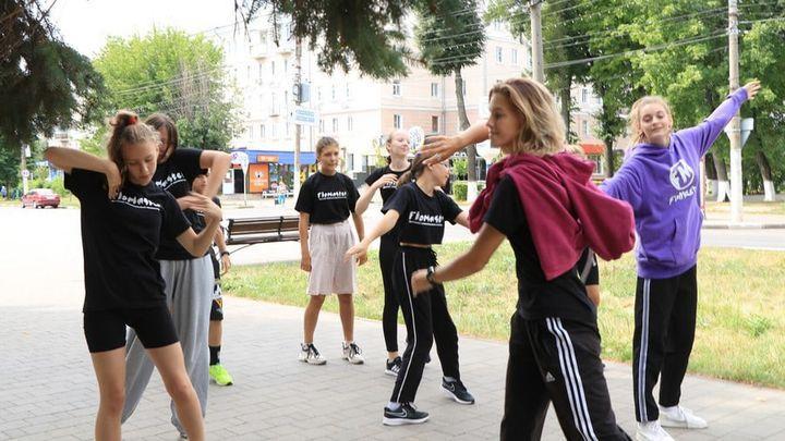 Юные новомосковцы посетили танцевальную деревню