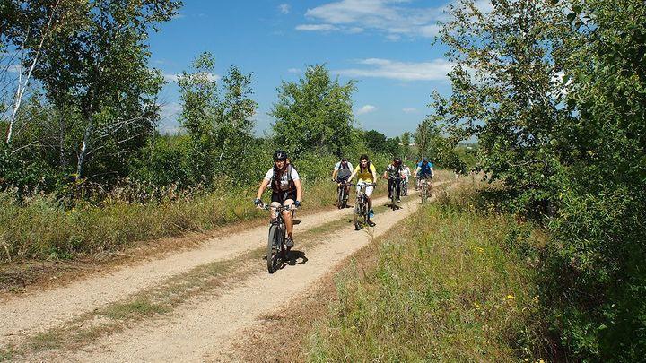 Участники молодёжного клуба из Новомосковска совершили велопробег к заброшенным храмам