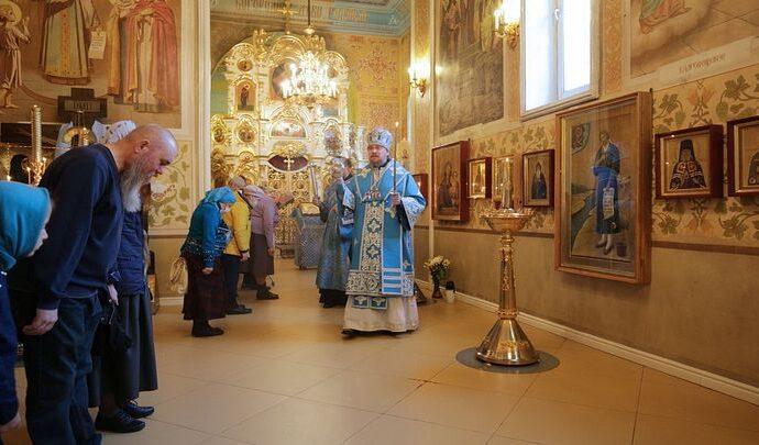 Православные верующие празднуют Рождество Богородицы