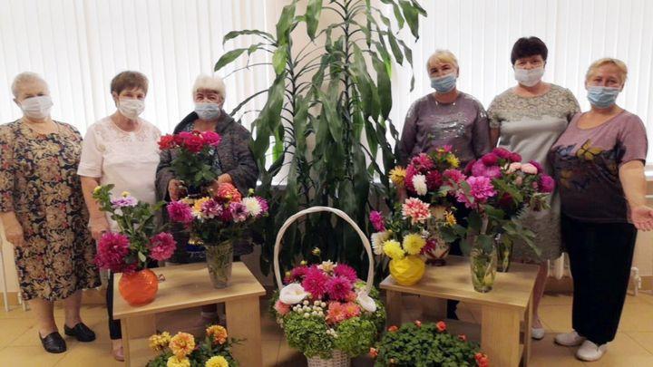 В Новомосковске «цветы рассказали о любви»