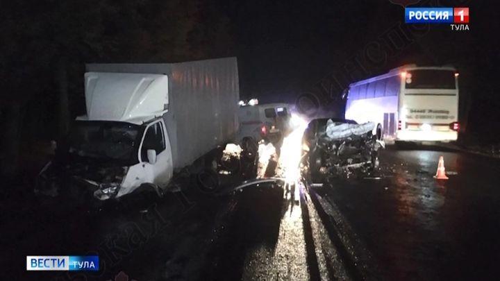 Два водителя госпитализированы с трассы «Крым» после лобового столкновения
