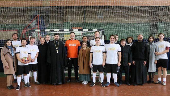 Тульские семинаристы сыграли в футбол на турнире имени святого Кукши