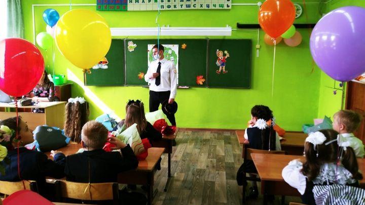 Сотрудники ГАИ напомнили тульским школьникам о соблюдении правил безопасности