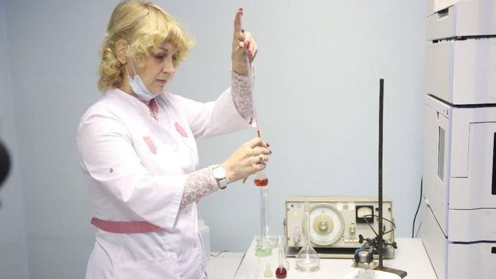 Новомосковский химик создала новый водоотталкивающий материал