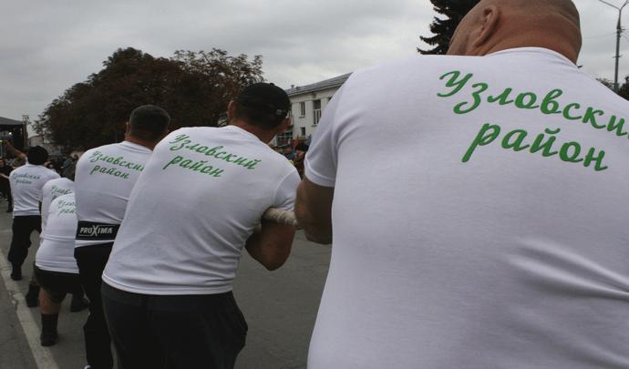 В Узловой прошли первые межмуниципальные соревнования по перетягиванию каната