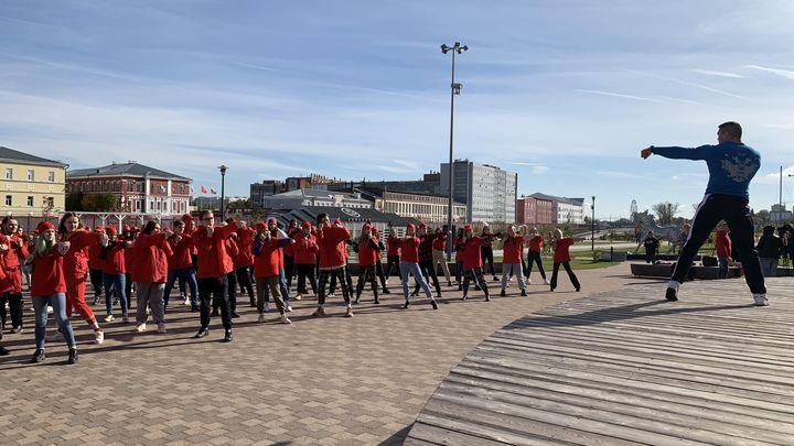 «Сердечный флешмоб» прошёл на Казанской набережной Тулы