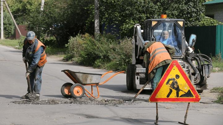 В Новомосковске продолжается текущий ремонт дорог